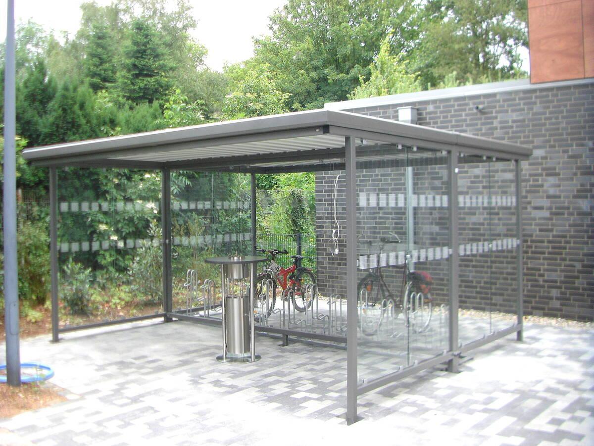 Flachdach-Pavillon: Fahrgastinformation und Stadtmobiliar