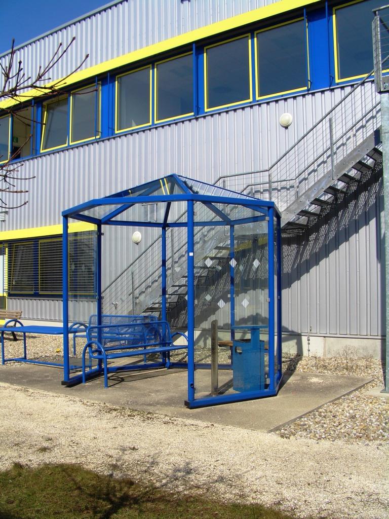 Achteck-Pavillon: Fahrgastinformation und Stadtmobiliar